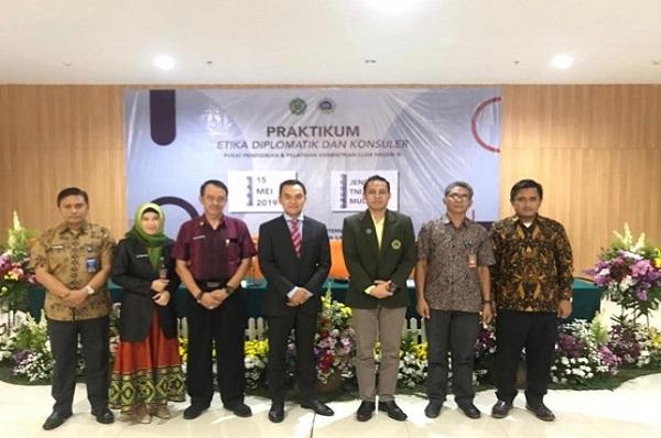 Praktikum Etika Diplomatik dan Konsuler